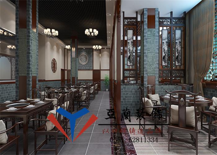 火鍋店的裝修,選用復古色調搭配棕褐色的實木餐桌椅