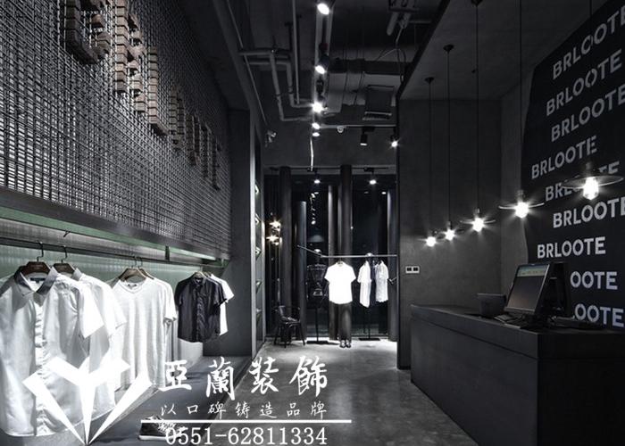 2015年12月6日,赵老板通过我们之前的客户介绍,了解到我们有多年的服装店装修经验,便联系上我们公司,想请我们公司为其经营的服装店做设计装修。公司随即成立了以陶工为首的项目团队并与赵总约定了项目量房时间。  12月8日,陶工带领团队到现场并在赵老板的陪同下进行了精确测量,并现场就服装店风格、布局、材料等进行了说明。